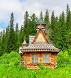 Casa en una madera Imagen de archivo libre de regalías