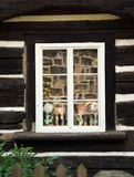 Casa enmaderada - detalle de la ventana Fotografía de archivo
