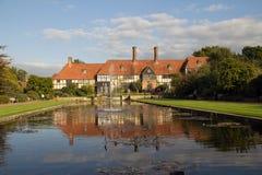 Casa enmarcada de Tudor Imagenes de archivo