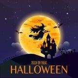 Casa escura na Lua cheia azul Vôo da bruxa sobre a lua feliz Fotografia de Stock Royalty Free