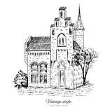 Casa europea vieja de la teja del bosquejo del vector del vintage de la mansión, línea de fachada histórica arte aislada, postal  Fotos de archivo libres de regalías