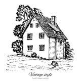 Casa europea vieja de la teja del vintage, grabando la mansión del bosquejo, paisaje rural, línea de fachada histórica arte aisla Imagenes de archivo