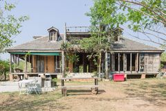 Casa exterior do projeto no estilo country foto de stock royalty free