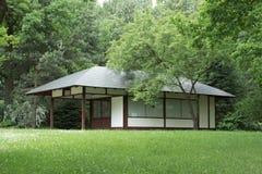 Casa exterior no jardim japonês Imagens de Stock Royalty Free