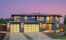 Casa exterior no por do sol Imagens de Stock