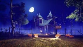 Casa fantasmagórica de Halloween en la noche brumosa Imagen de archivo libre de regalías