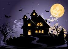 Casa fantasmagórica en la noche de Víspera de Todos los Santos Imágenes de archivo libres de regalías
