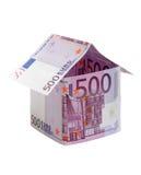 A casa feita de 500 euro- notas de banco Fotos de Stock Royalty Free