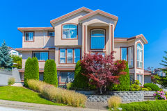 Casa feito por encomenda Imagens de Stock Royalty Free