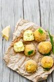 A casa fez a arroz o croquete italiano do estilo Arancini fotos de stock