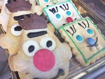 A casa fez as caras do divertimento das cookies Imagens de Stock Royalty Free
