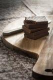 A casa fez barras de chocolate imagem de stock