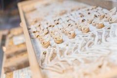 A casa fez a Cappelletti fresco esse pronto para fazer os espaguetes Fotografia de Stock