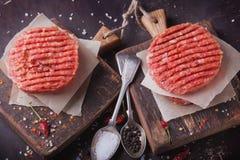 A casa fez o cozimento do hamburguer Foto de Stock
