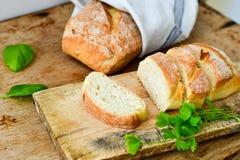 A casa fez o pão italiano do ciabatta, foto de stock