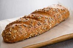 A casa fez o pão na tabela de madeira Imagens de Stock Royalty Free