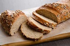 A casa fez o pão na tabela de madeira Foto de Stock Royalty Free