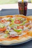 A casa fez a pizza com soda Fotos de Stock Royalty Free