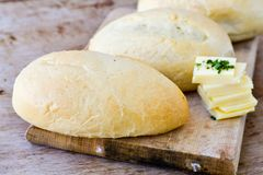 A casa fez rolos de pão Imagens de Stock Royalty Free