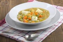 A casa fez a sopa de ervilha do vegetariano Fotos de Stock