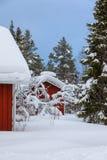 Casa finlandesa de madera roja Imagenes de archivo