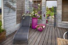 A casa floresce o terraço Fotos de Stock Royalty Free