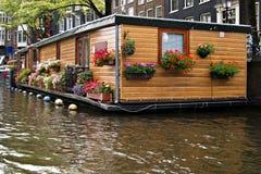 Casa flotante en Amsterdam Fotos de archivo