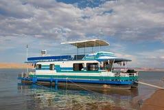 Casa flotante en el lago Powell Imagen de archivo