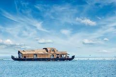Casa flotante en Kerala, la India Imagen de archivo libre de regalías