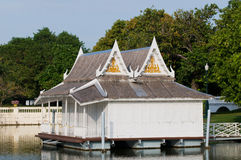 Casa flotante real en el PA de la explosión adentro, Tailandia Fotos de archivo