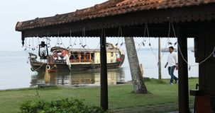 Casa flotante tur?stica Alleppey Kerala la India almacen de video