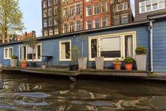 Casa flutuante com terace em Amsterdão Fotografia de Stock