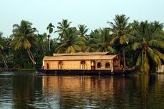 Casa flutuante em marés de Kerala, India Imagem de Stock Royalty Free