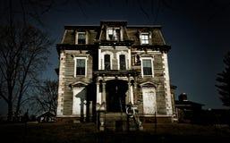 Casa frecuentada Fotografía de archivo libre de regalías
