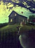 Casa frecuentada abandonada en la colina con el fantasma Foto de archivo libre de regalías