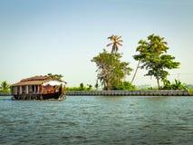 Casa galleggiante in acqua posteriore, Alleppey, Kerala, India Immagine Stock Libera da Diritti