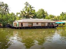 Casa galleggiante in acqua posteriore, Alleppey, Kerala, India Immagine Stock