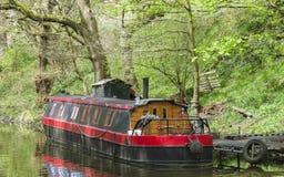 Casa galleggiante del canale sul canale navigabile in Yorkshire Fotografia Stock