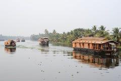 Casa galleggiante indiana tradizionale che gira vicino a Alleppey sulle sedere del Kerala Fotografia Stock Libera da Diritti