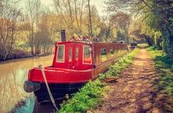 Casa galleggiante nel rosso al canale Fotografia Stock Libera da Diritti