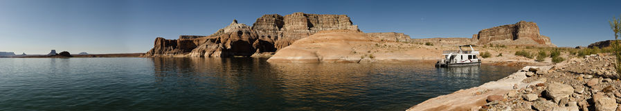 Casa galleggiante sulla vista panoramica di Powell del lago Fotografie Stock