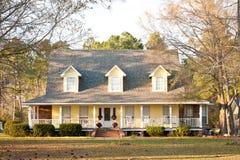 Casa gialla di stile del Victorian Fotografie Stock Libere da Diritti