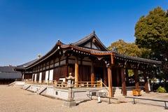 Vecchia casa al tempio di Tennoji immagini stock