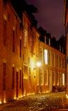 Casa grande Beguinage, Lovanio, Belgio della via di notte Immagine Stock Libera da Diritti