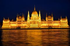 Casa húngara de Paliament en la noche Foto de archivo libre de regalías