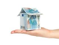 Casa hecha de cuentas euro disponible Imágenes de archivo libres de regalías