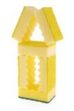 Casa hecha de esponjas amarillas Imagen de archivo libre de regalías