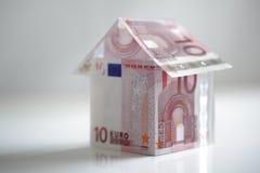 Casa hecha del dinero en circulación de la unión europea Imagenes de archivo
