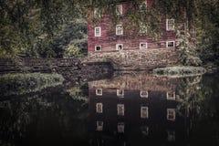 Casa hermosa con el lago Imagenes de archivo