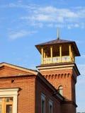Casa hermosa con una torre después de la restauración Fotografía de archivo libre de regalías